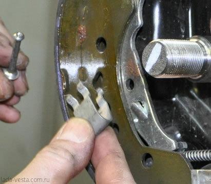 Самостоятельная замена задних тормозных колодок Лада Веста